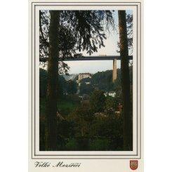 Lesní zátiší s pohledem na dálnici a Zámek Velké Meziří...
